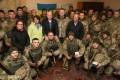 """VIDEO. Senatori americani pe frontul din Ucraina/ """"2017 va fi anul ofensivei"""" împotriva Rusiei"""