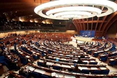 Scandalurile de corupţie nu ocolesc nici Consiliul Europei/ Liderul popularilor europeni din APCE trimis în judecată