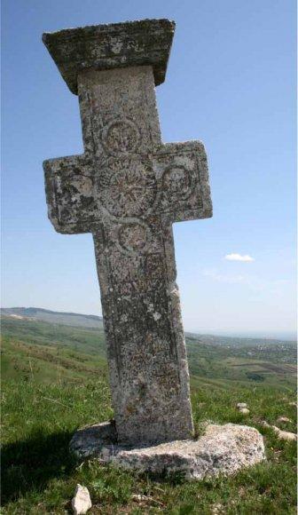 """""""Patrimoniu la răscruce""""/ Crucile de piatră şi monumentele eroilor de război din judeţul Prahova vor fi digitizate 2D şi 3D"""