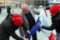 VIDEO. Diferend Turcia-Olanda/ Suporterii lui Erdogan ard un steag greşit!