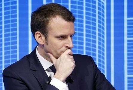 Macron îl susţine în continuare în funcţie pe preşedintele Parlamentului francez, acuzat de corupţie