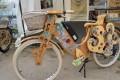 Câștigătorul bursei SAB surprinde publicul cu bicicleta electrică din lemn
