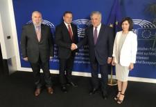 Oportunitățile opoziției extra-parlamentare, temerile guvernării și poziționarea față de UE