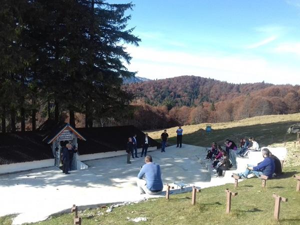 Excursie tematică la Cimitirul Eroilor de la Tabla Buţii, comuna Ceraşu