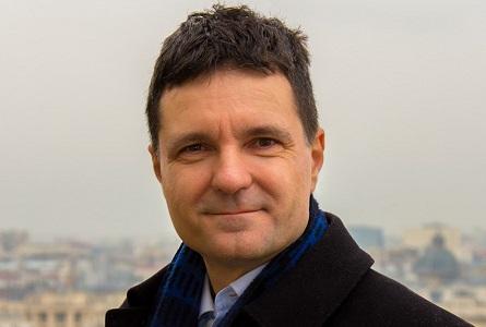 Nicușor Dan, singurul politician cu candoare ce promite un V la cub