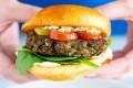 """Dezbateri tipic europene/ Va mai fi voie să se spună """"burger vegetal"""" sau """"lapte de migdale""""?"""