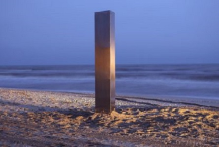 2020.12.21 - monolit-vadu-plaja-mare-romania